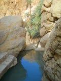 山小河在峡谷。 免版税图库摄影