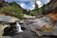 山小的瀑布 免版税图库摄影