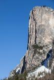 山岩石冷杉木森林和雪 意大利ortisei 免版税库存照片