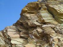 山岩石被碾压的结构在蓝天的 库存图片
