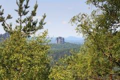 山岩石从Affensteine看见的Falkenstein在撒克逊人的瑞士 免版税图库摄影