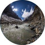 山峡谷和河在喜马拉雅山 库存照片