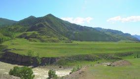 山峡谷和绿色高原的看法 大横向山山 股票录像