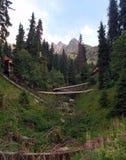 山峡谷在Chimbulak附近的夏天 库存照片