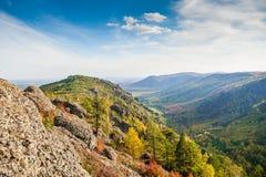 山峡谷的美丽的景色 免版税库存照片