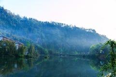 山峨眉- Wangyue湖 免版税库存图片