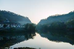 山峨眉- Wangyue湖 免版税库存照片