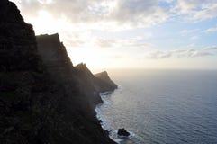 山峭壁和海洋 库存照片