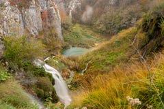 山峭壁的Plitvice湖 免版税库存照片