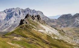 山峰在一个晴天 图库摄影