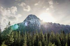 山峰在亚伯大加拿大 免版税图库摄影