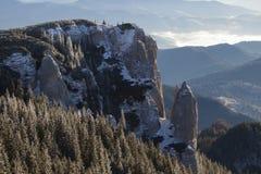 山峰在白天 图库摄影