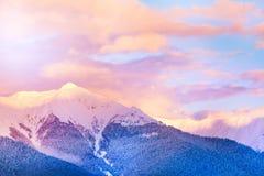 山峰的日落视图在高加索 免版税图库摄影