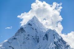 山峰,登上阿马Dablam 图库摄影
