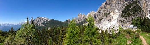 山抢救直升机在意大利阿尔卑斯 免版税库存照片