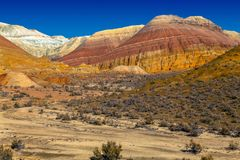 山断层块的心脏在全国自然公园Altyn Emel 卡扎克斯坦 库存照片