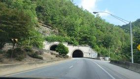 山旁边隧道 库存图片