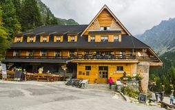 山旅舍-霍斯基旅馆Popradske pleso,太脱拉Moutains,斯洛伐克 免版税库存照片
