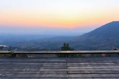 山日落时间背景 库存照片