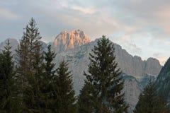 山日落视图在朱利安阿尔卑斯山 库存图片