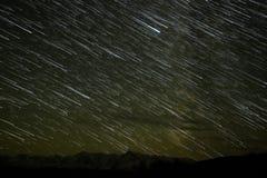 山星跟踪天空 免版税库存照片