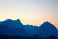 山晚上地平线  免版税库存照片