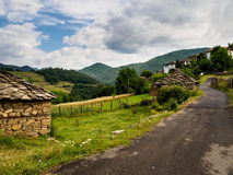 山村在保加利亚 罗多彼州山 免版税图库摄影