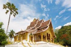 山楂Pha轰隆寺庙在琅勃拉邦在老挝 免版税库存图片
