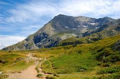 山横向。 断层块Taillefer,法国阿尔卑斯 免版税库存照片