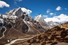 山横向在珠穆琅玛地区,尼泊尔 免版税库存照片