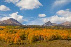 山横向在秋天 免版税库存照片