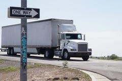 山比利牛斯路西班牙卡车 库存图片