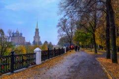 山沟的油画视图在寺庙附近的 免版税库存图片