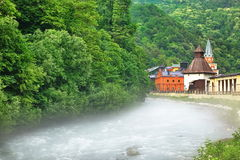 山河和主题乐园的堤防 库存图片