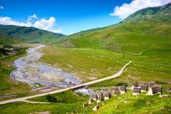 山河美丽的景色在夏天 免版税库存图片