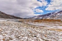 山河雪秋天路 库存照片