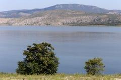 山湖的全景 库存图片