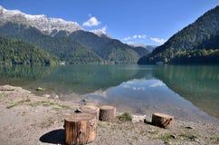 山湖Rizza,阿布哈兹的看法 库存照片