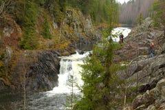 山瀑布在北卡累利阿区 免版税库存照片