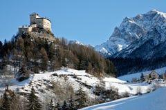 山瑞士tarasp冬天 免版税库存照片