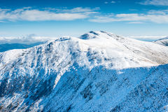 山白色峰顶在雪的 库存照片
