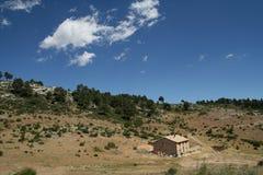 山的一个房子 库存照片
