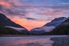 山的一条河在日出 图库摄影