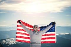 山的上面与美国旗子的 库存照片