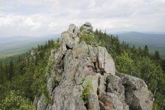 山的上面反对天空的 库存照片