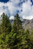 山的上面在云彩的 免版税库存图片