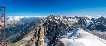 从山的上面的全景 免版税库存图片
