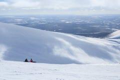 山的两块挡雪板在极性俄国滑雪胜地 库存照片