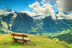 山的休息处与意想不到的全景,格林德瓦,瑞士,欧洲 库存图片