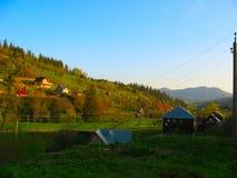 山的倾斜的乡间别墅 免版税库存照片